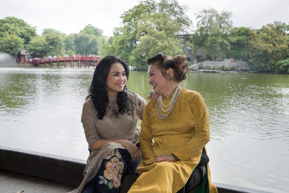 Hai con của Thanh Lam lớn bổng bên mẹ và bà ngoại trong bộ ảnh Ba thế hệ  - Ảnh 6.