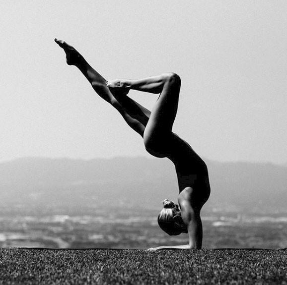 Chia sẻ của người đẹp tập yoga khỏa thân đang gây sốt trên mạng xã hội và thông điệp tuyệt vời mà cô muốn truyền tải - Ảnh 2.