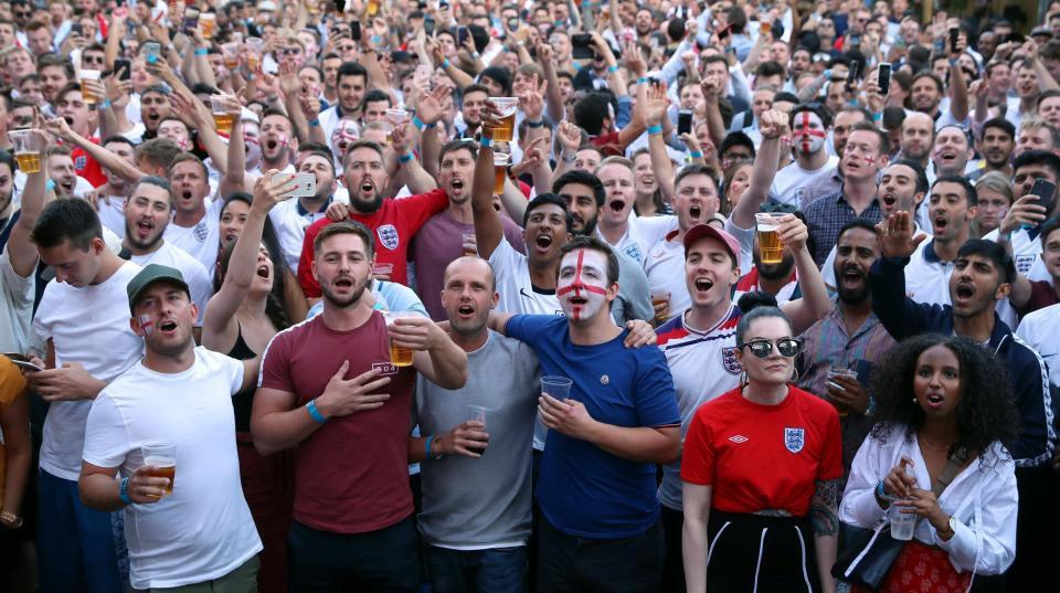 Câu chuyện World Cup ở nước Anh: Phố xá vắng tanh không ai qua lại, 5 triệu người xin nghỉ phép sau đêm ăn mừng chiến thắng - Ảnh 14.