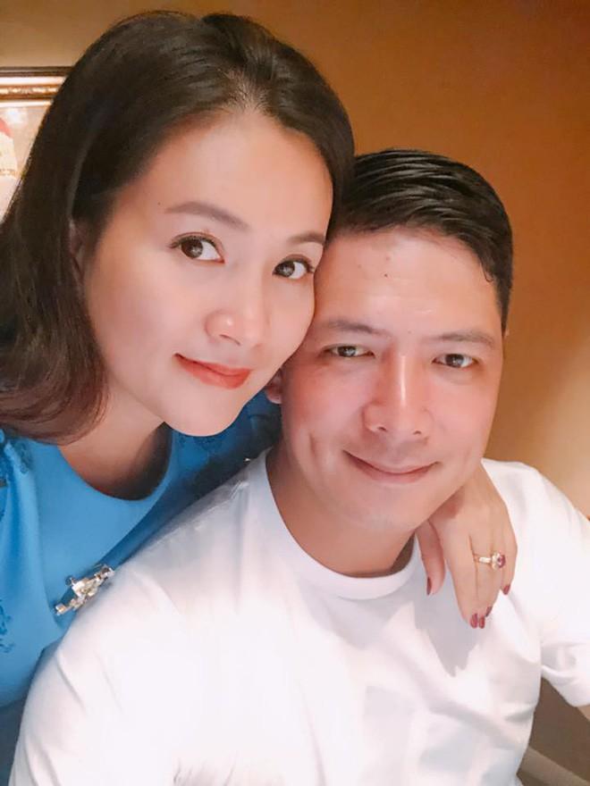 Vừa để lộ nhan sắc thật già nua, Anh Thơ vợ diễn viên Bình Minh lại vướng nghi án gọt cằm nhọn hoắt - Ảnh 2.