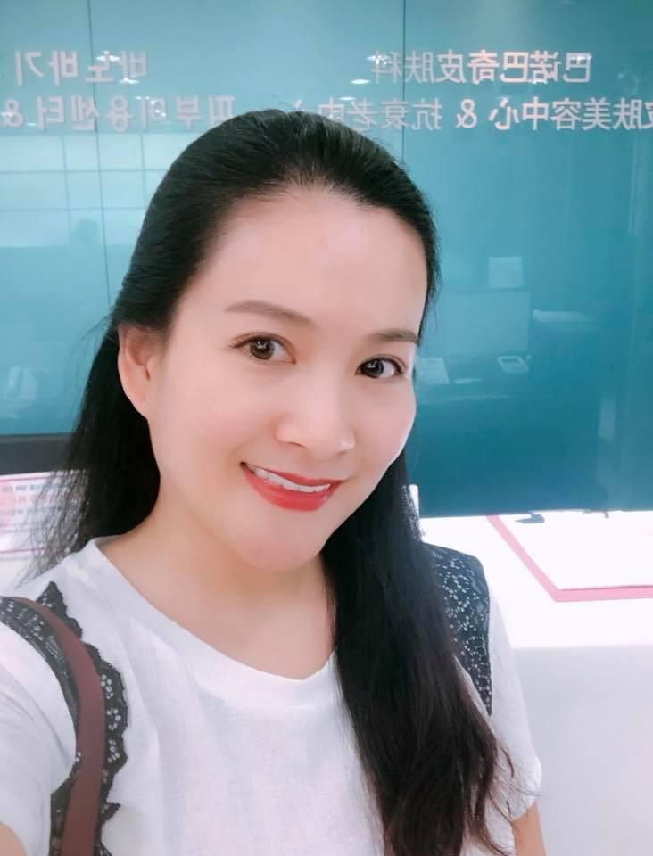Vừa để lộ nhan sắc thật già nua, Anh Thơ vợ diễn viên Bình Minh lại vướng nghi án gọt cằm nhọn hoắt - Ảnh 9.