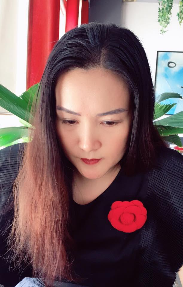 Vừa để lộ nhan sắc thật già nua, Anh Thơ vợ diễn viên Bình Minh lại vướng nghi án gọt cằm nhọn hoắt - Ảnh 8.