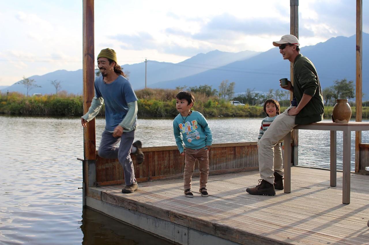 Ông bố trẻ vì gia đình, bỏ cuộc sống phiêu du về quê thuê trang trại 166 nghìn m² trồng rau, thả cá - Ảnh 15.
