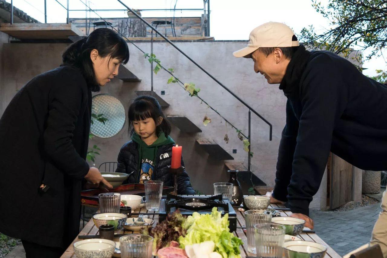 Ông bố trẻ vì gia đình, bỏ cuộc sống phiêu du về quê thuê trang trại 166 nghìn m² trồng rau, thả cá - Ảnh 20.