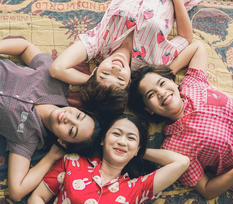 Từng nhiều lần nghỉ chơi, sau cùng 4 cô nàng này vẫn quyết định quay về bên nhau và thực hiện bộ ảnh kỷ niệm 20 năm tình bạn - Ảnh 1.