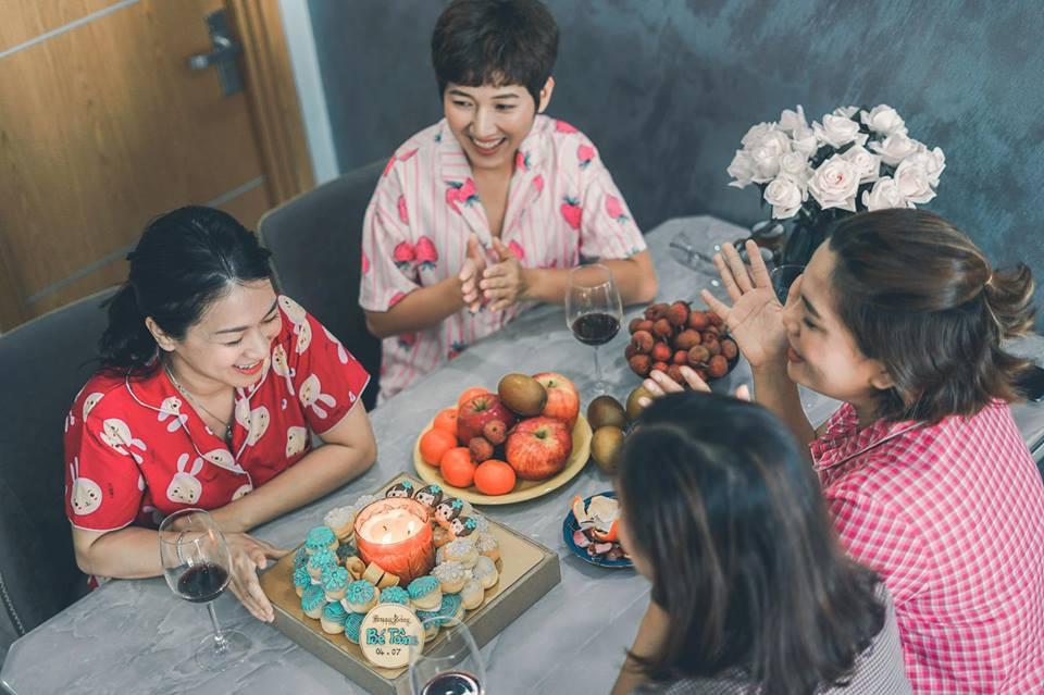 Từng nhiều lần nghỉ chơi, sau cùng 4 cô nàng này vẫn quyết định quay về bên nhau và thực hiện bộ ảnh kỷ niệm 20 năm tình bạn - Ảnh 3.