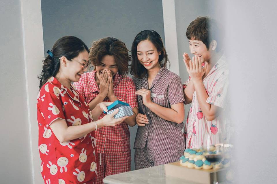 Từng nhiều lần nghỉ chơi, sau cùng 4 cô nàng này vẫn quyết định quay về bên nhau và thực hiện bộ ảnh kỷ niệm 20 năm tình bạn - Ảnh 2.