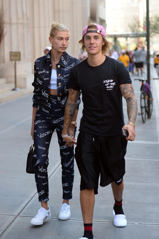 Trong khi Hailey Baldwin thể hiện sự chiến thắng trong mối quan hệ với Justin Bieber thì Selena Gomez tỏ ra phớt lờ, không quan tâm - Ảnh 1.