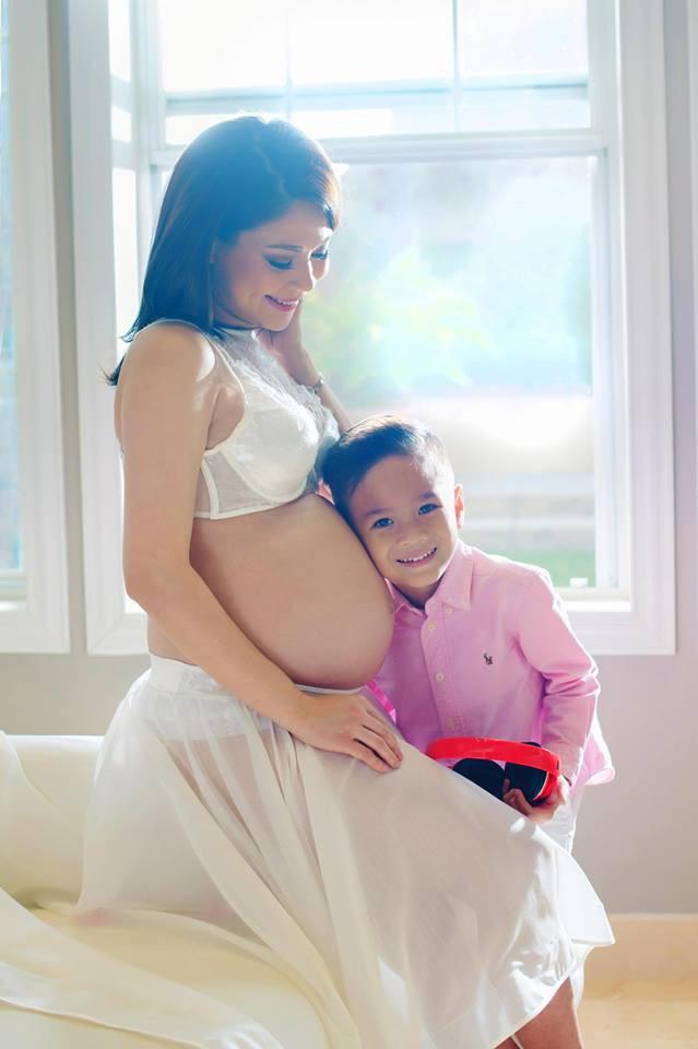 Ca sĩ Thanh Thảo khoe ảnh bụng bầu chụp cùng bé Jacky trước ngày sinh nở - Ảnh 2.