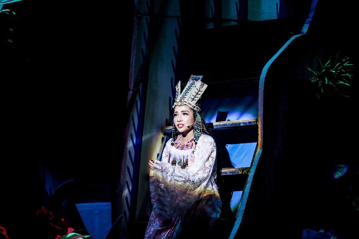 Khả Như làm công chúa, Cát Tường hóa lão bà đầy quyền lực - Ảnh 8.