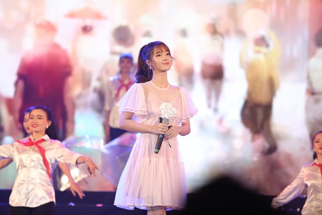 Hà Anh Tuấn khiến khán giả vỡ òa khi bất ngờ xuất hiện trên sân khấu không báo trước - Ảnh 7.