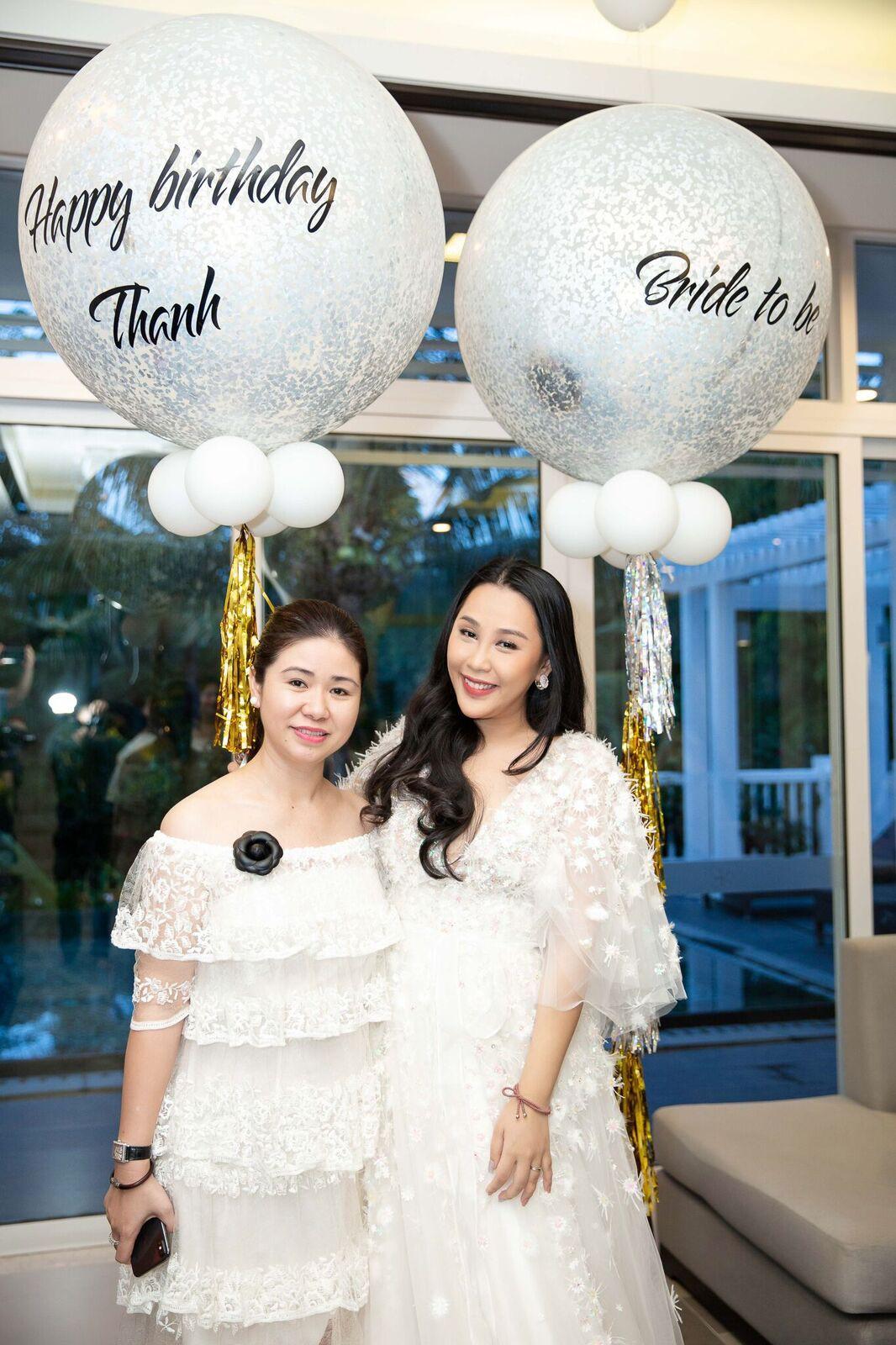 Trước giờ G cử hành hôn lễ, nhà văn Gào chia sẻ những hình ảnh về tiệc chia tay thời độc thân cùng dàn phù dâu xinh đẹp - Ảnh 14.