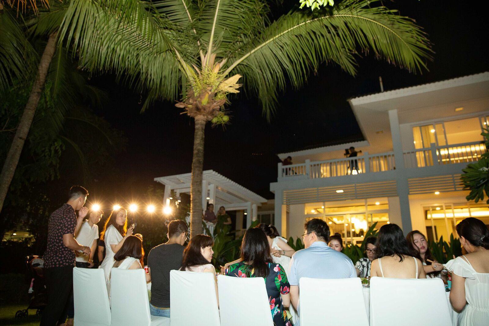 Trước giờ G cử hành hôn lễ, nhà văn Gào chia sẻ những hình ảnh về tiệc chia tay thời độc thân cùng dàn phù dâu xinh đẹp - Ảnh 11.