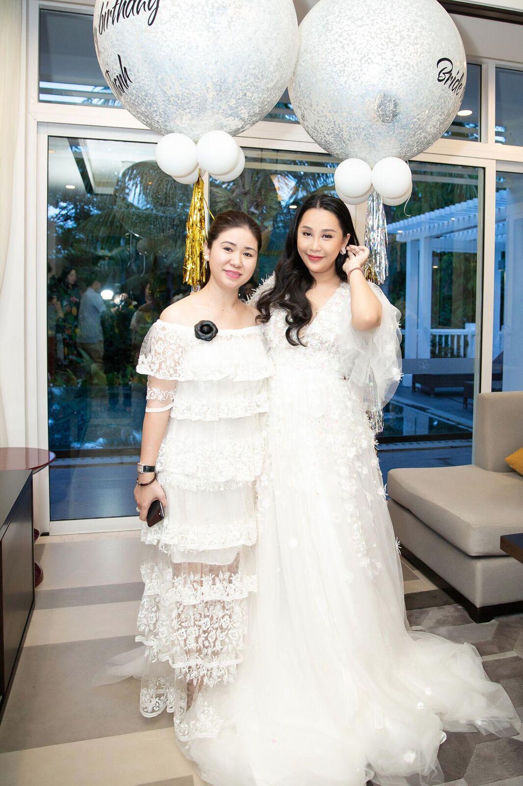 Trước giờ G cử hành hôn lễ, nhà văn Gào chia sẻ những hình ảnh về tiệc chia tay thời độc thân cùng dàn phù dâu xinh đẹp - Ảnh 10.