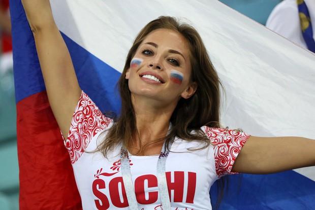 Khán giả Nga trải qua mọi cung bậc cảm xúc để rồi đau khổ nhìn đội nhà bị loại - Ảnh 2.
