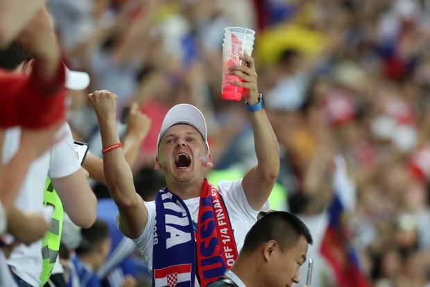 Khán giả Nga trải qua mọi cung bậc cảm xúc để rồi đau khổ nhìn đội nhà bị loại - Ảnh 3.