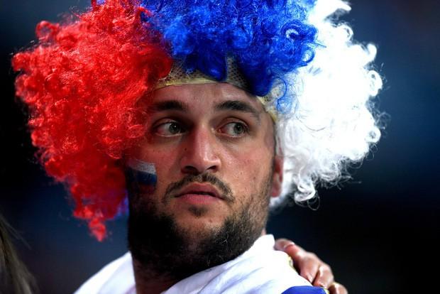 Khán giả Nga trải qua mọi cung bậc cảm xúc để rồi đau khổ nhìn đội nhà bị loại - Ảnh 4.