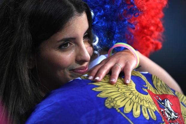 Khán giả Nga trải qua mọi cung bậc cảm xúc để rồi đau khổ nhìn đội nhà bị loại - Ảnh 5.