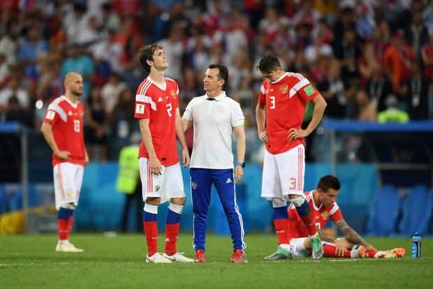 Khán giả Nga trải qua mọi cung bậc cảm xúc để rồi đau khổ nhìn đội nhà bị loại - Ảnh 6.