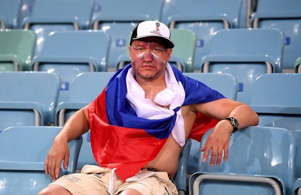 Khán giả Nga trải qua mọi cung bậc cảm xúc để rồi đau khổ nhìn đội nhà bị loại - Ảnh 8.