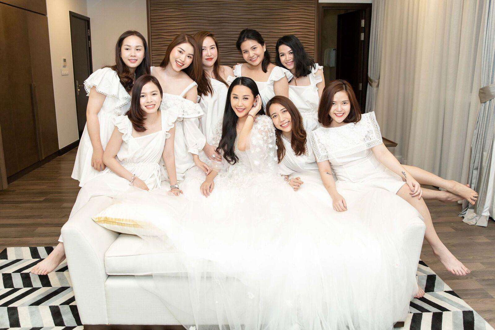 Trước giờ G cử hành hôn lễ, nhà văn Gào chia sẻ những hình ảnh về tiệc chia tay thời độc thân cùng dàn phù dâu xinh đẹp - Ảnh 7.