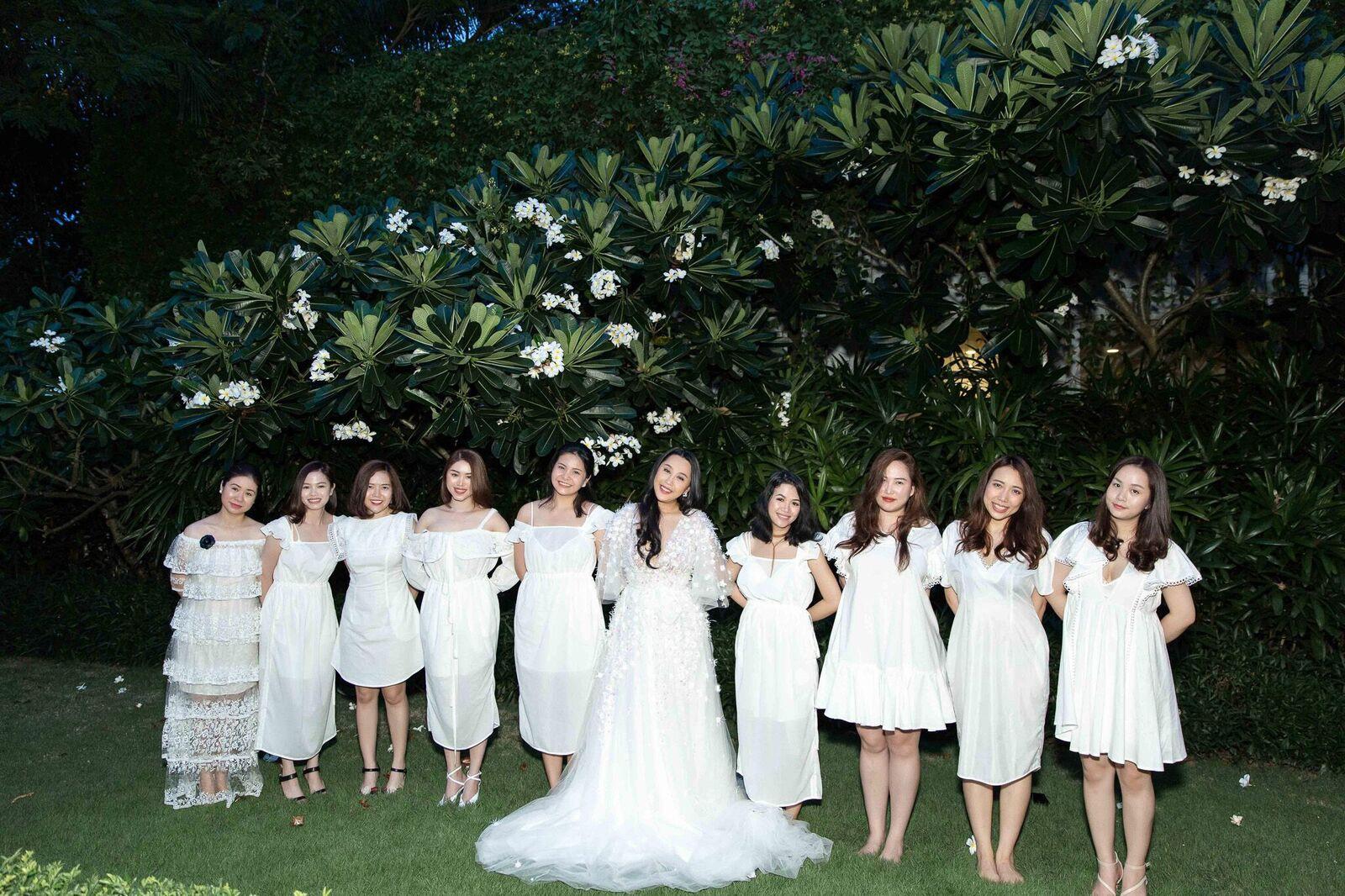 Trước giờ G cử hành hôn lễ, nhà văn Gào chia sẻ những hình ảnh về tiệc chia tay thời độc thân cùng dàn phù dâu xinh đẹp - Ảnh 6.