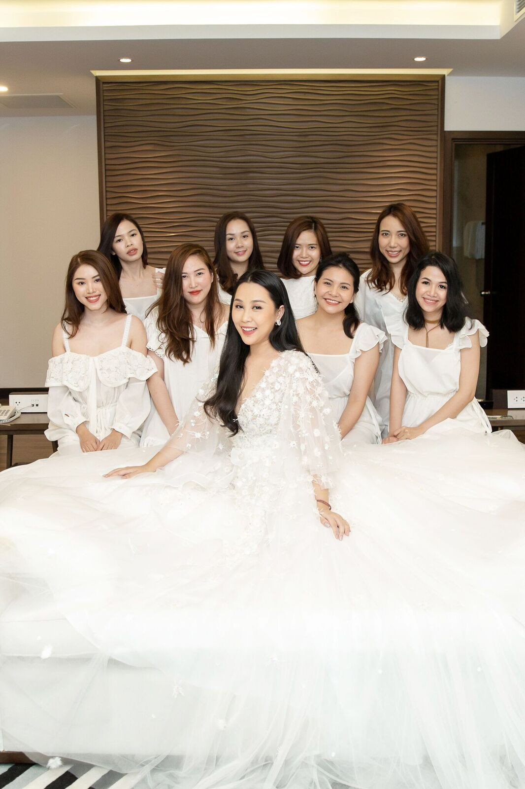 Trước giờ G cử hành hôn lễ, nhà văn Gào chia sẻ những hình ảnh về tiệc chia tay thời độc thân cùng dàn phù dâu xinh đẹp - Ảnh 5.