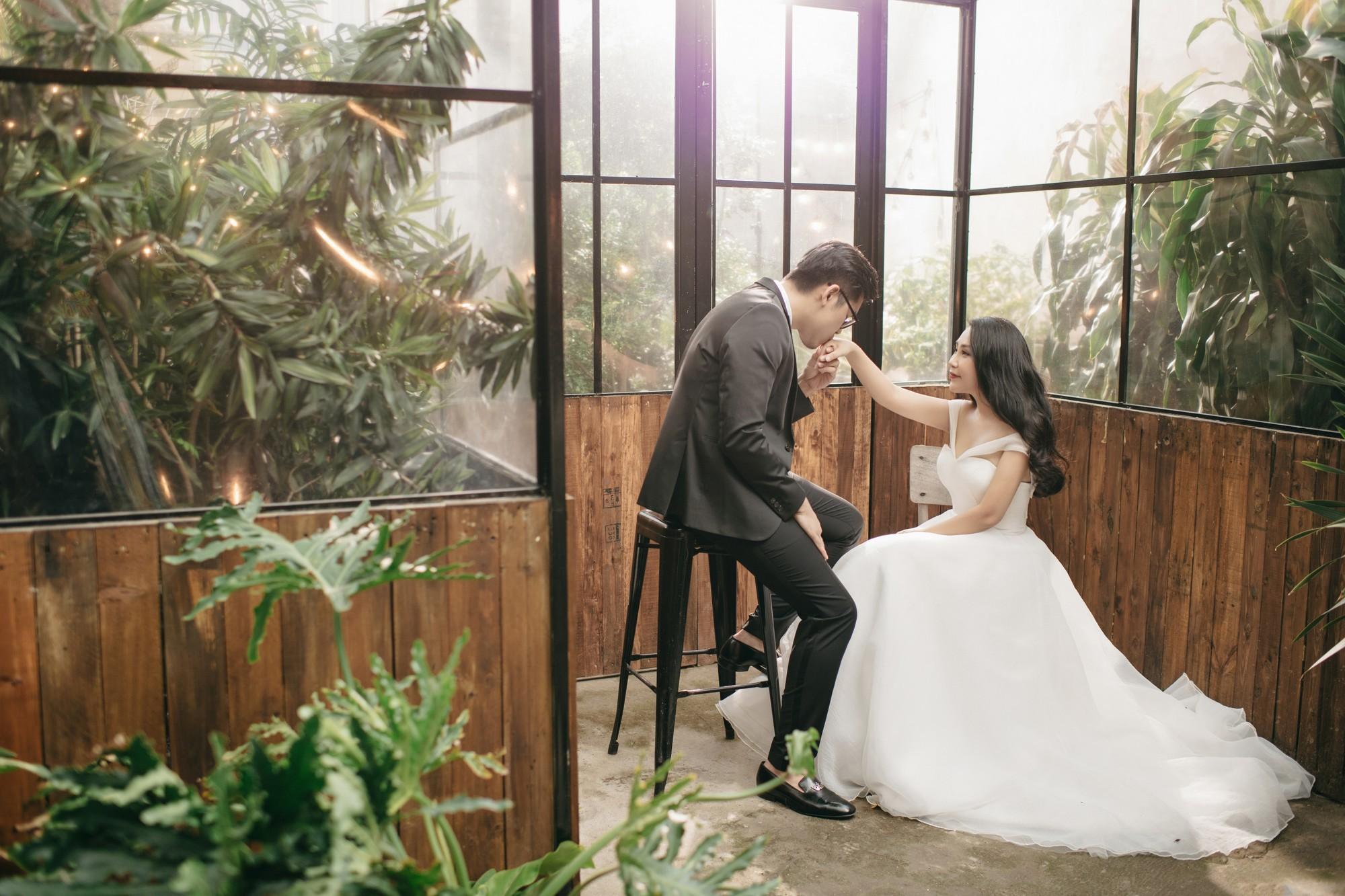 Trước giờ G cử hành hôn lễ, nhà văn Gào chia sẻ những hình ảnh về tiệc chia tay thời độc thân cùng dàn phù dâu xinh đẹp - Ảnh 2.