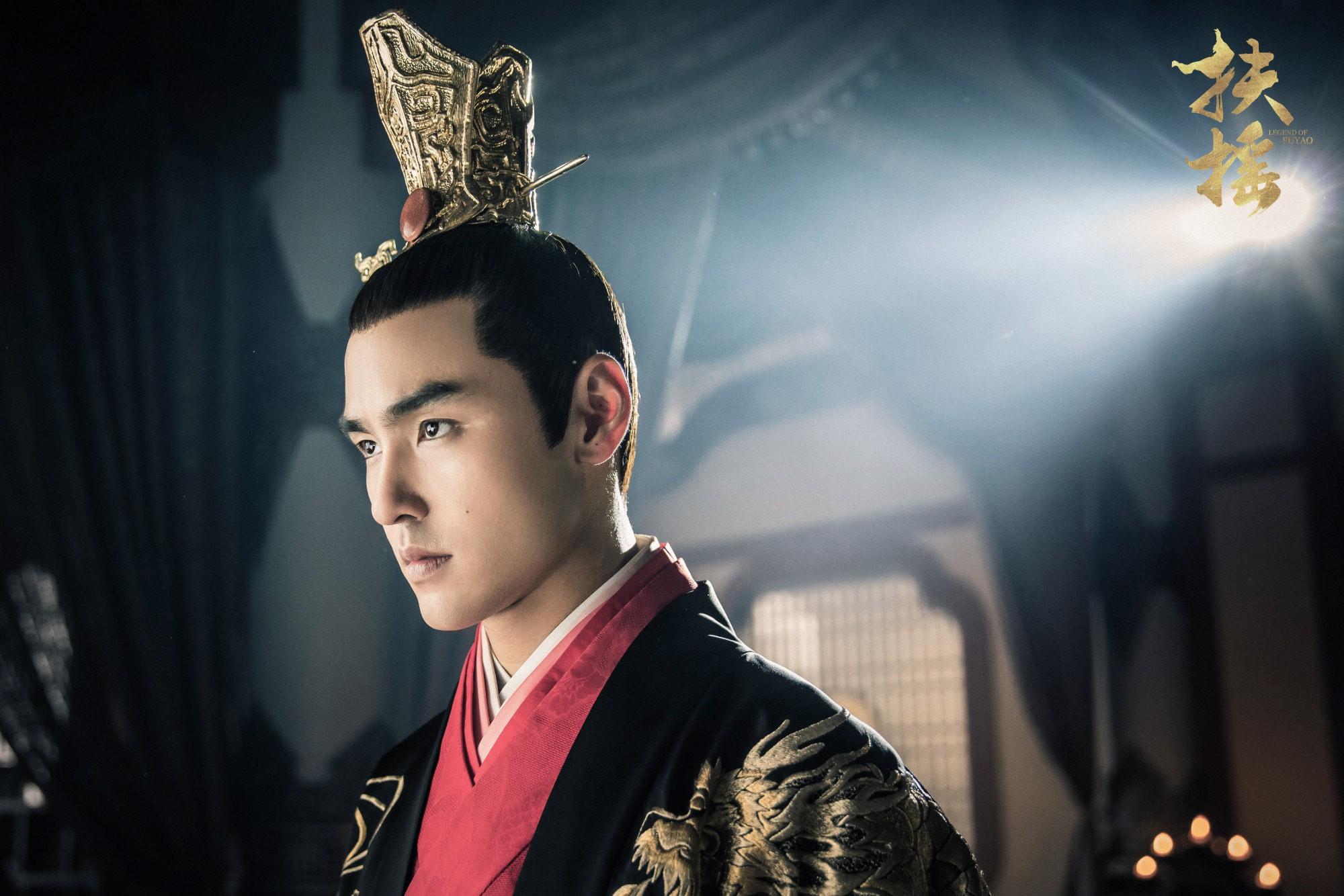 Fan khóc thét khi thấy thái tử Nguyễn Kinh Thiên cạo đầu làm thầy tu  - Ảnh 4.