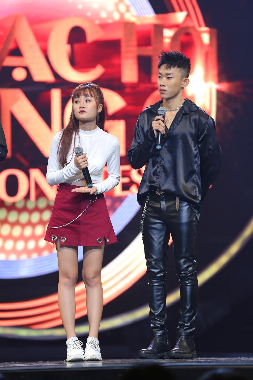 """Sau ồn ào bị người yêu cũ lừa đảo, Liêu Hà Trinh khiến khán giả chao đảo với hit """"Em gái mưa"""" - Ảnh 6."""