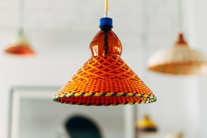 Ông bố đơn thân tận dụng 5000 vỏ chai nhựa trang trí nhà độc đáo dành tặng con gái - Ảnh 11.