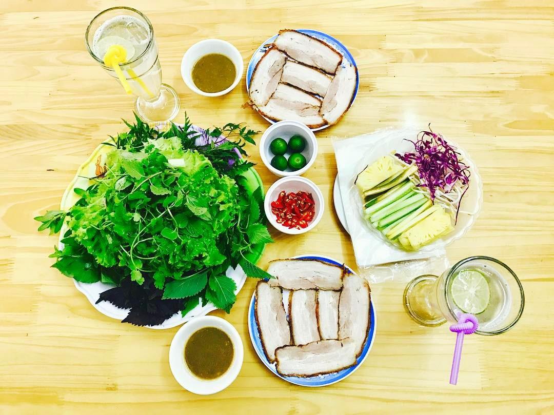 4 địa chỉ bánh tráng cuốn thịt heo ngon, giá bình dân cho những ngày Hà Nội mưa nắng thất thường - Ảnh 10.