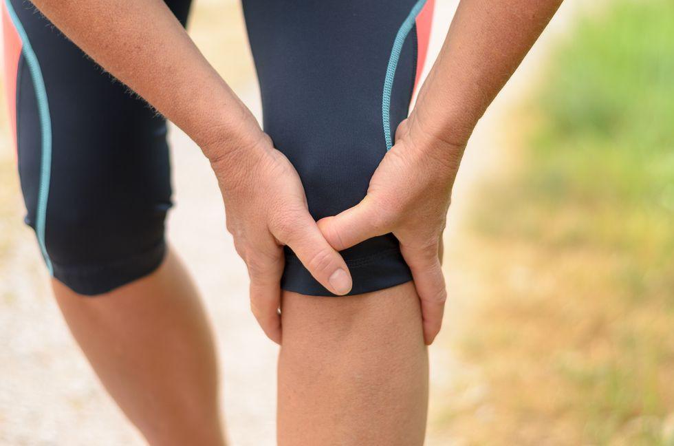 Những bài tập giảm đau đầu gối đơn giản nhưng giúp bảo vệ sức khỏe đầu gối hiệu quả - Ảnh 1.