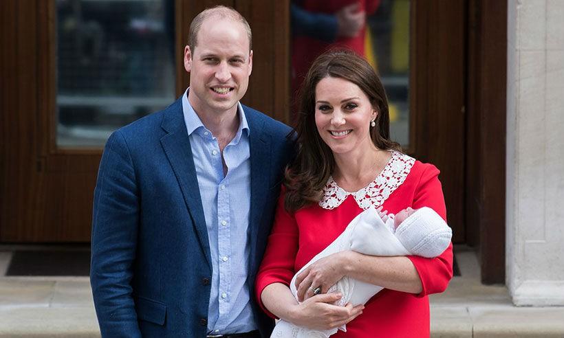 Cặp đôi William - Kate phá vỡ truyền thống trong ngày lễ rửa tội của Hoàng tử út Louis - Ảnh 1.