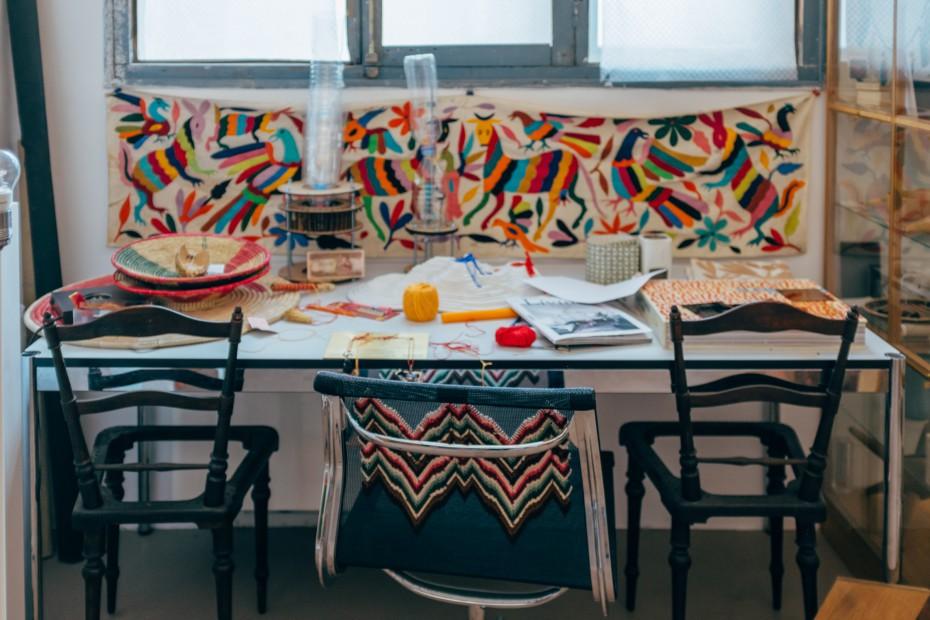 Ông bố đơn thân tận dụng 5000 vỏ chai nhựa trang trí nhà độc đáo dành tặng con gái - Ảnh 13.