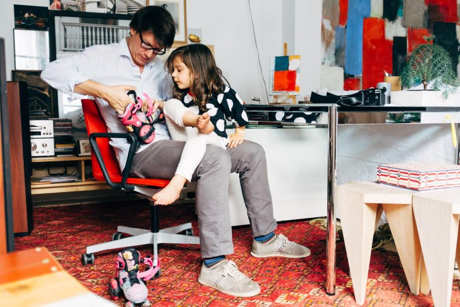 Ông bố đơn thân tận dụng 5000 vỏ chai nhựa trang trí nhà độc đáo dành tặng con gái - Ảnh 5.