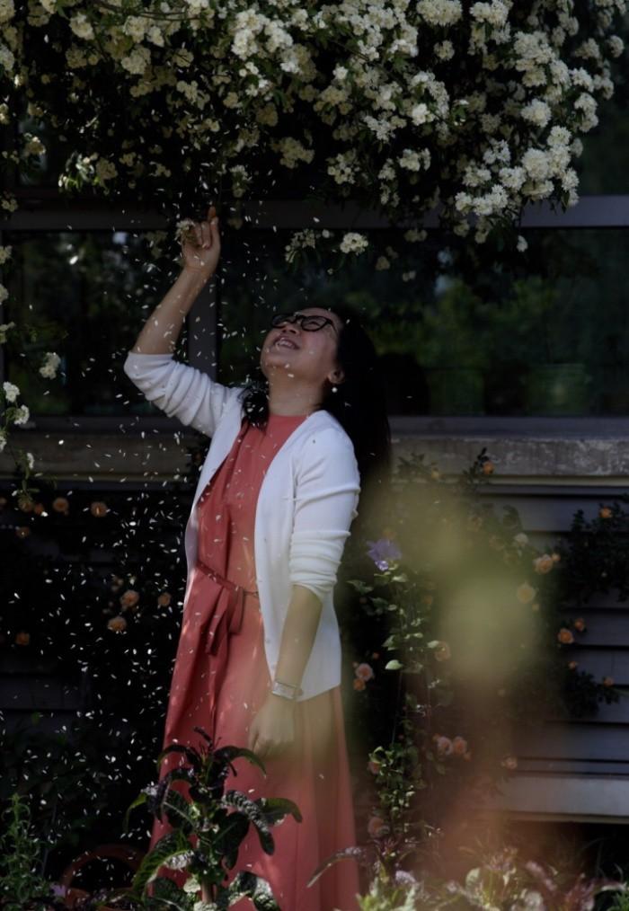 Ngôi nhà tràn ngập sắc hoa hồng ở thị trấn nhỏ của cô gái dành cả thanh xuân chỉ để trồng hoa làm đẹp nhà - Ảnh 9.