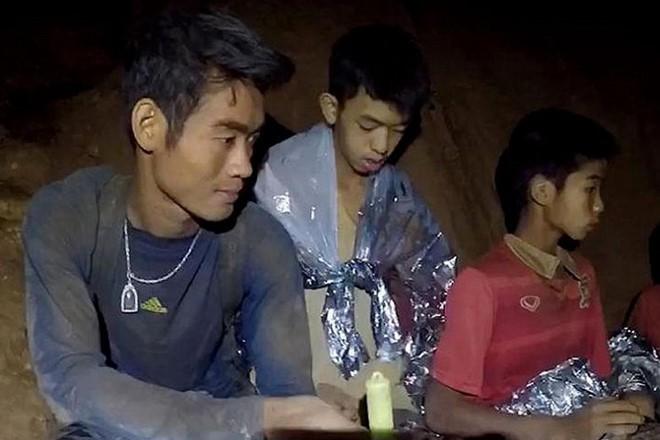 Đội bóng Thái mắc kẹt: thêm 4 cậu bé được đưa ra ngoài, khép lại ngày giải cứu thứ 2  - Ảnh 20.