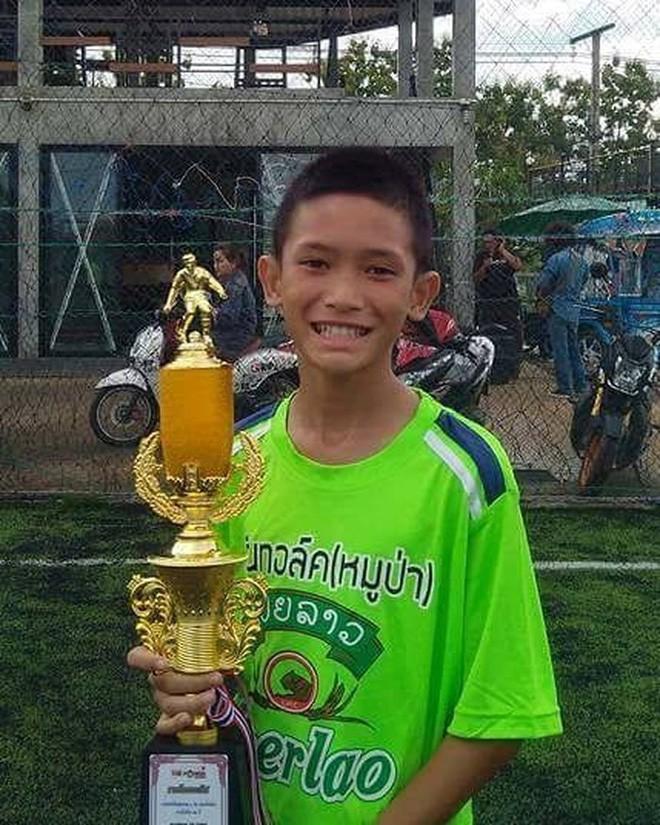 Đội bóng Thái mắc kẹt: thêm 4 cậu bé được đưa ra ngoài, khép lại ngày giải cứu thứ 2  - Ảnh 13.