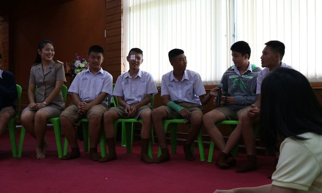 Đội bóng Thái mắc kẹt: thêm 4 cậu bé được đưa ra ngoài, khép lại ngày giải cứu thứ 2  - Ảnh 17.
