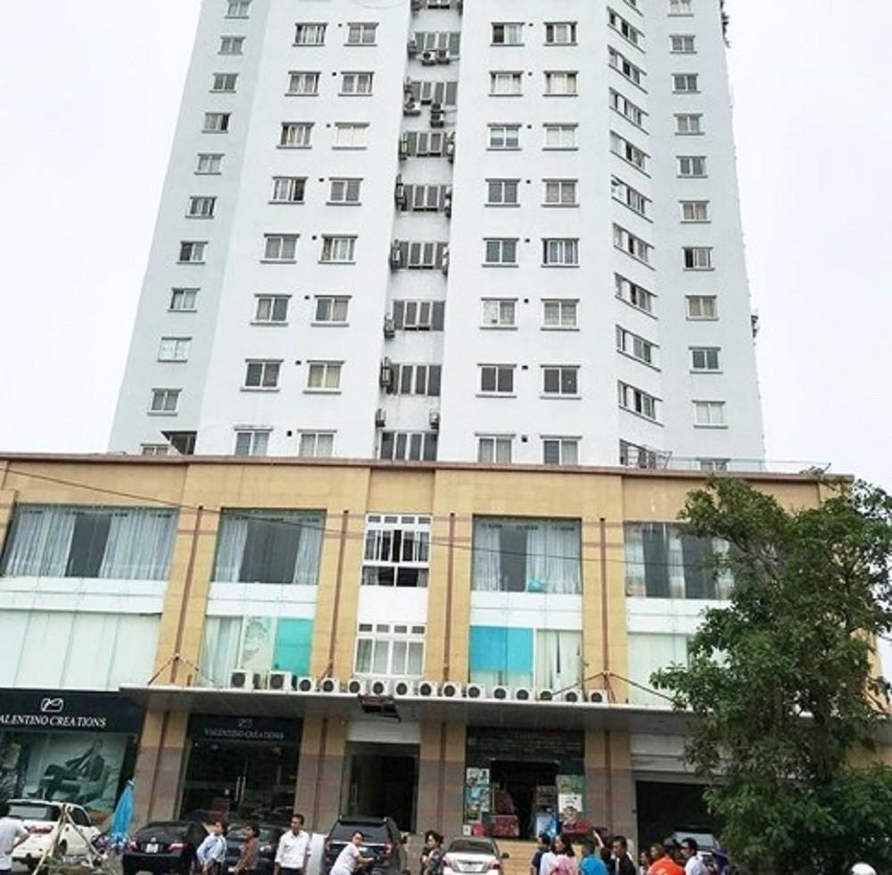 Người phụ nữ tử vong sau khi rơi từ tầng 10 chung cư xuống đất - Ảnh 1.