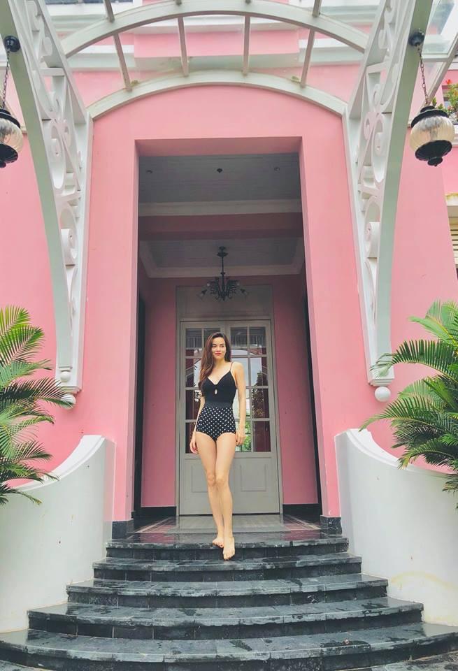 Hà Hồ bung lụa với bikini khoe thân hình U40 như gái đôi mươi - Ảnh 4.
