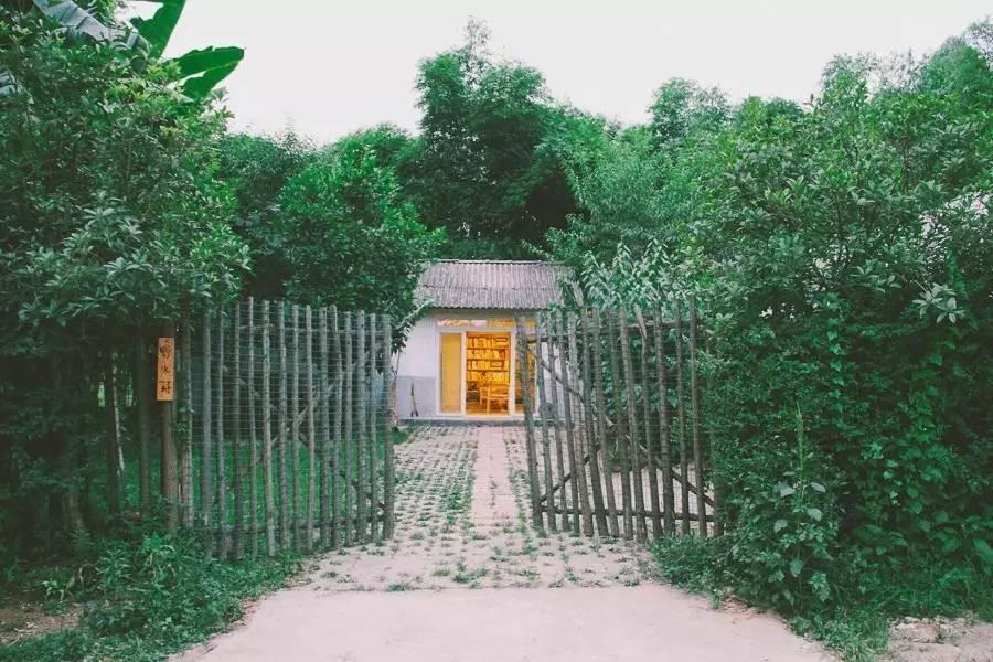 Với 33 triệu đồng, hai chàng trai trẻ đã tự tay xây ngôi nhà nhỏ đẹp lãng mạn giữa rừng tre trúc - Ảnh 1.