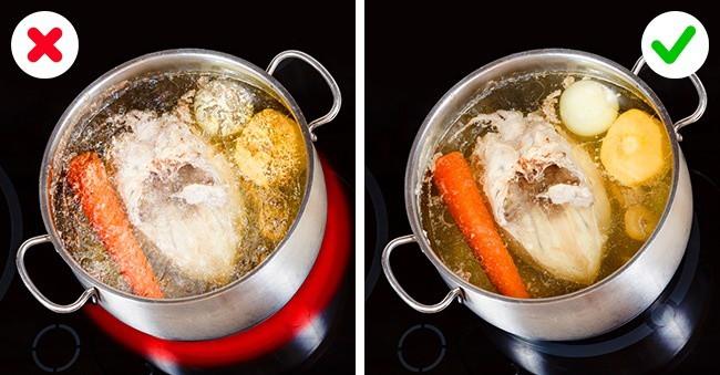 """Được đầu bếp chỉ giáo bí quyết, tôi nấu nước hầm xương """"lên tay"""" hẳn, nước trong vắt như gương không vẩn đục - Ảnh 1."""