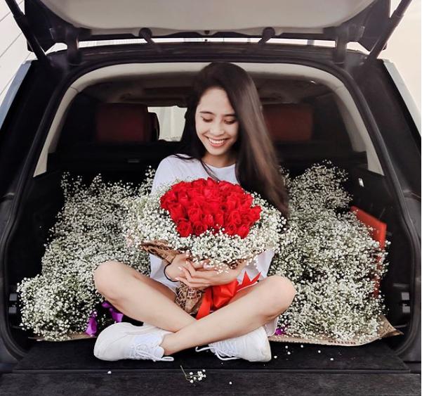 Kể chuyện chồng tự tay chuẩn bị 50 đóa hoa hồng tặng vợ, ca nương Kiều Anh khiến hội chị em phải ghen tị - Ảnh 1.