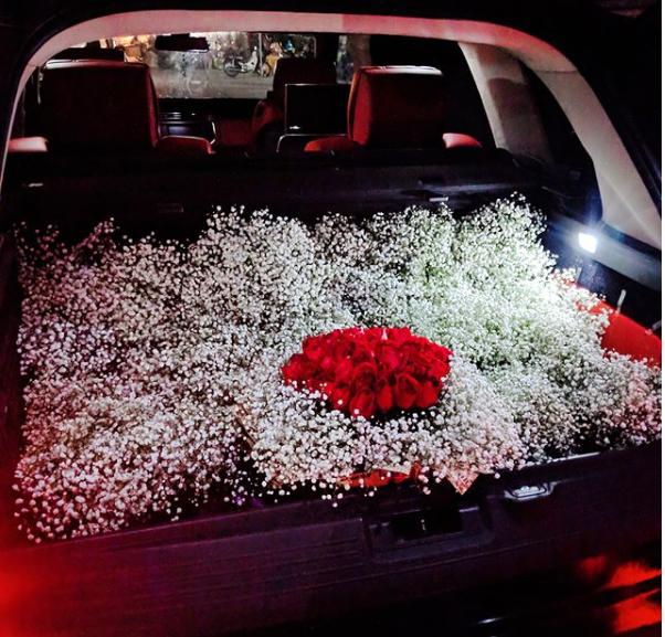Kể chuyện chồng tự tay chuẩn bị 50 đóa hoa hồng tặng vợ, ca nương Kiều Anh khiến hội chị em phải ghen tị - Ảnh 3.
