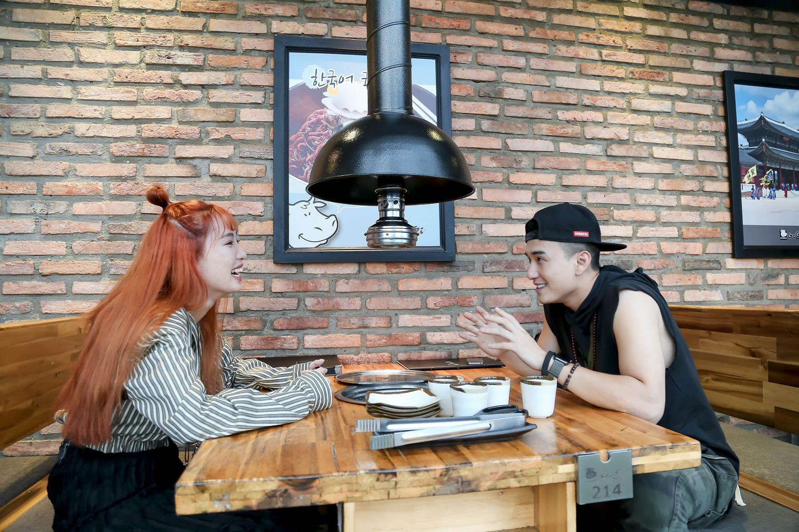 Vừa mới công khai bạn gái, Huỳnh Anh đã vui vẻ đi ăn với người đẹp khác - Ảnh 2.