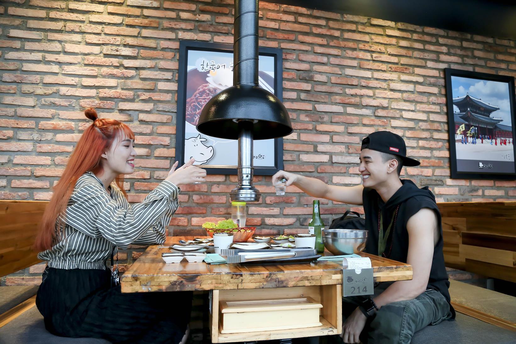 Vừa mới công khai bạn gái, Huỳnh Anh đã vui vẻ đi ăn với người đẹp khác - Ảnh 3.