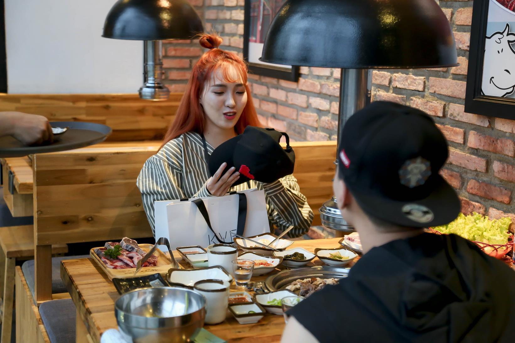 Vừa mới công khai bạn gái, Huỳnh Anh đã vui vẻ đi ăn với người đẹp khác - Ảnh 5.