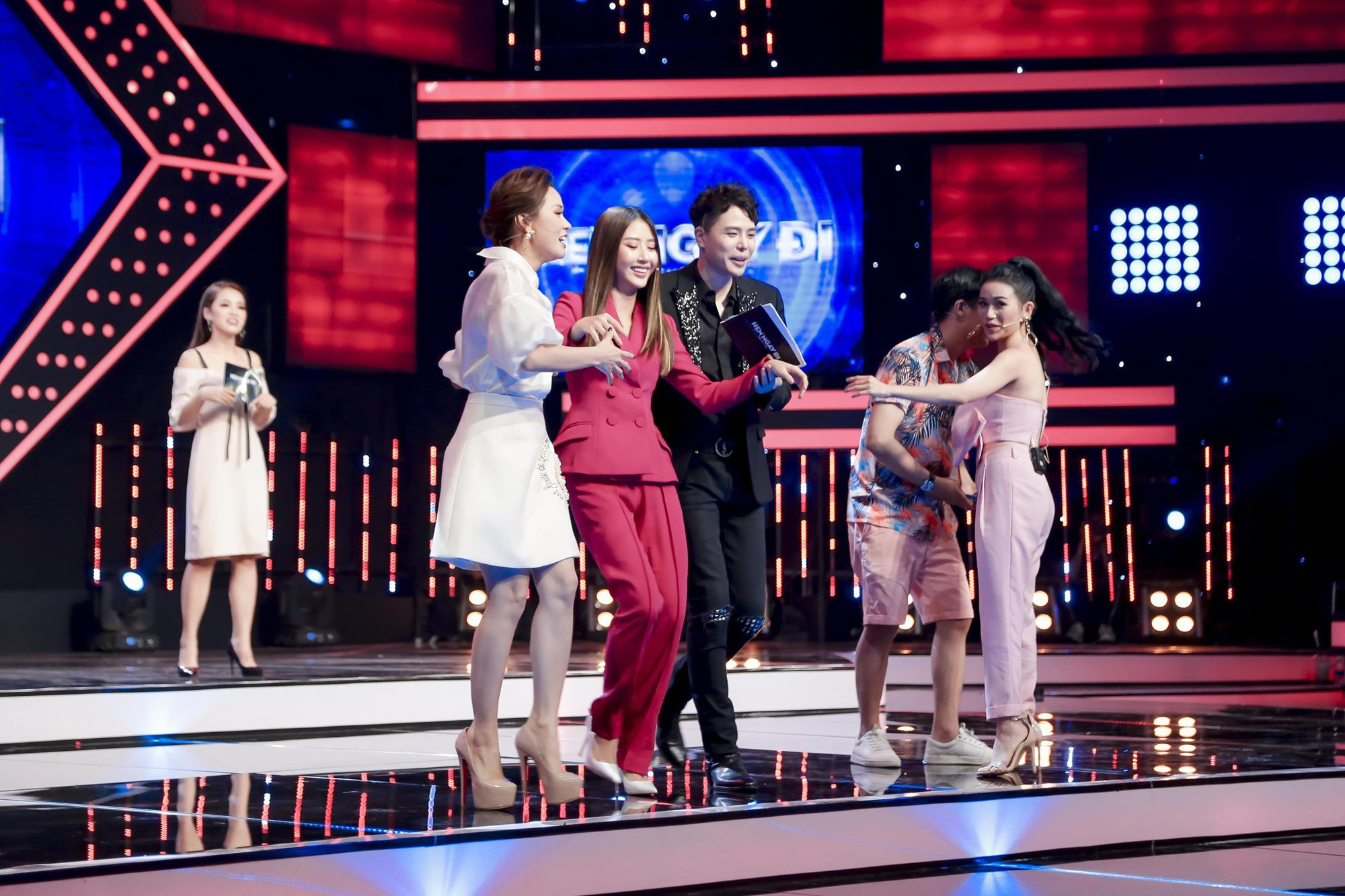 Vừa mới công khai bạn gái, Huỳnh Anh đã vui vẻ đi ăn với người đẹp khác - Ảnh 13.